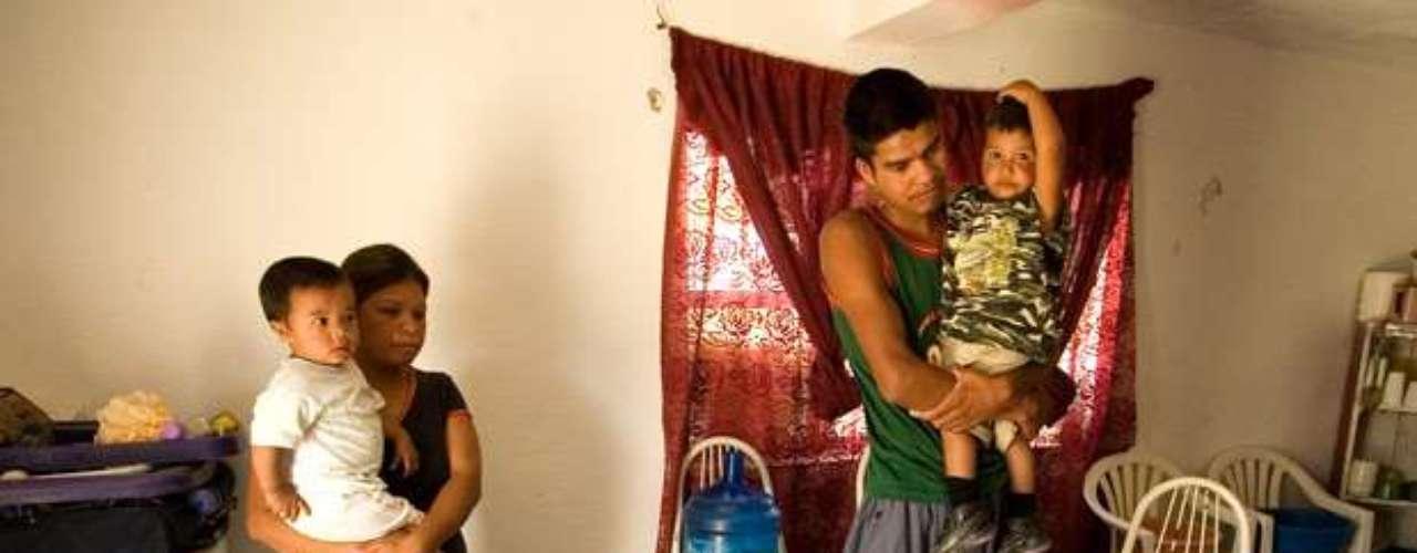 En tanto Arnoldo Borja, del grupo Mexicanos sin Fronteras, consideró inaceptable premiar en ese entonces a un hombre que se ha hecho rico 'en un país donde hay 60 millones de pobres', según un reporte de CNN.