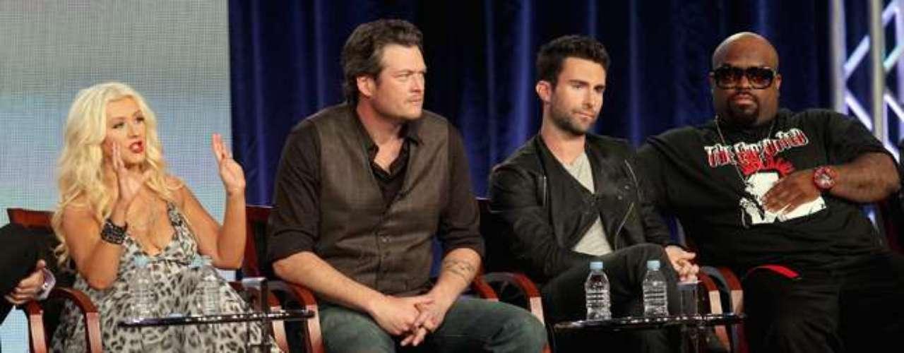 La versión estadounidense del programa se ha convertido en una de las más exitosas debido a las polémicas peleas entre dos de sus jurados: Christina Aguilera y el vocalista de la agrupación Maroon 5, Adam Levine.
