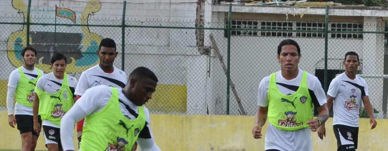 Junior de Barranquilla presentará a sus dos nuevas figuras: Dayro Moreno estará de suplente y Teófilo Gutiérrez será titular en el clásico contra el Real Cartagena.