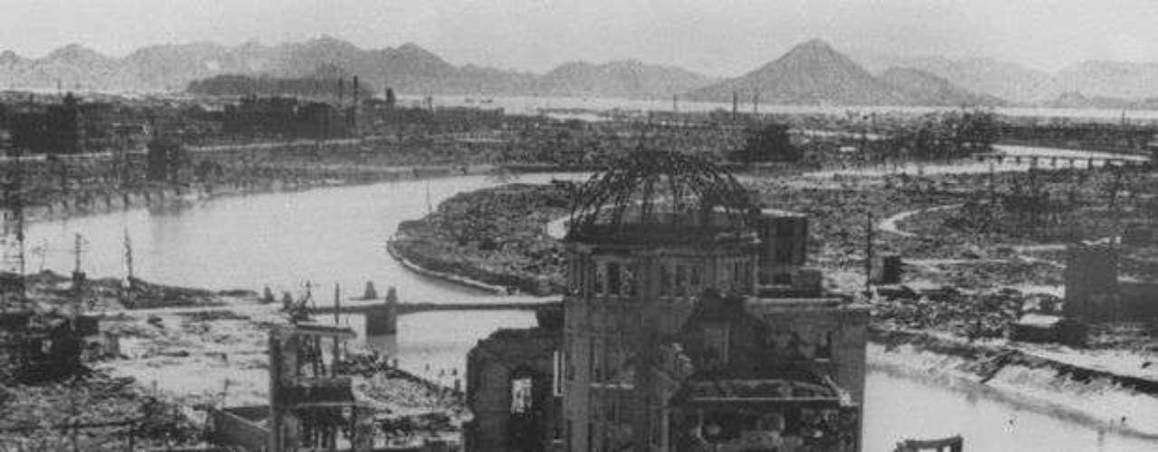Foto de septiembre de 1945 muestra los restos del edificio de la Prefectura de Hiroshima.