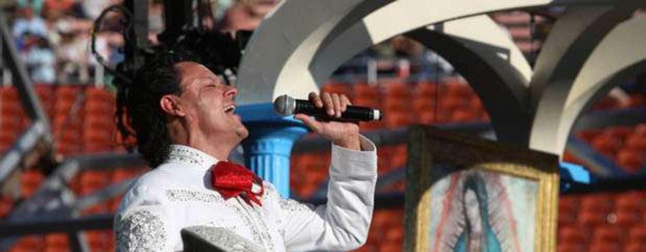 Pedro Fernández obsequió lo  mejor de sus canciones a la Virgen de Guadalupe, durante la \