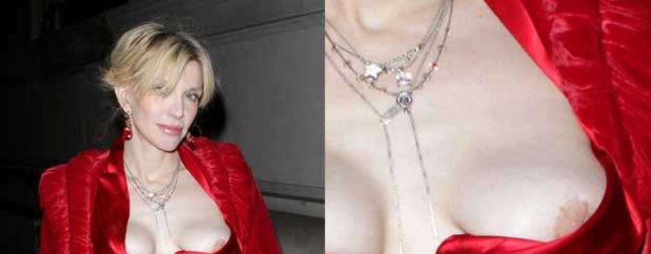 Aunque lo de Courtney Love es una provocación, más que un descuido, lo cierto es que la viuda de Kurt Cobain tiene una foto 'descuidante' cada mes.