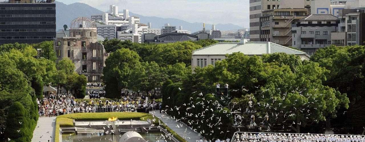 El aniversario estuvo marcado aún por la sombra del accidente de Fukushima el año pasado y un movimiento antinuclear cada vez más consolidado.