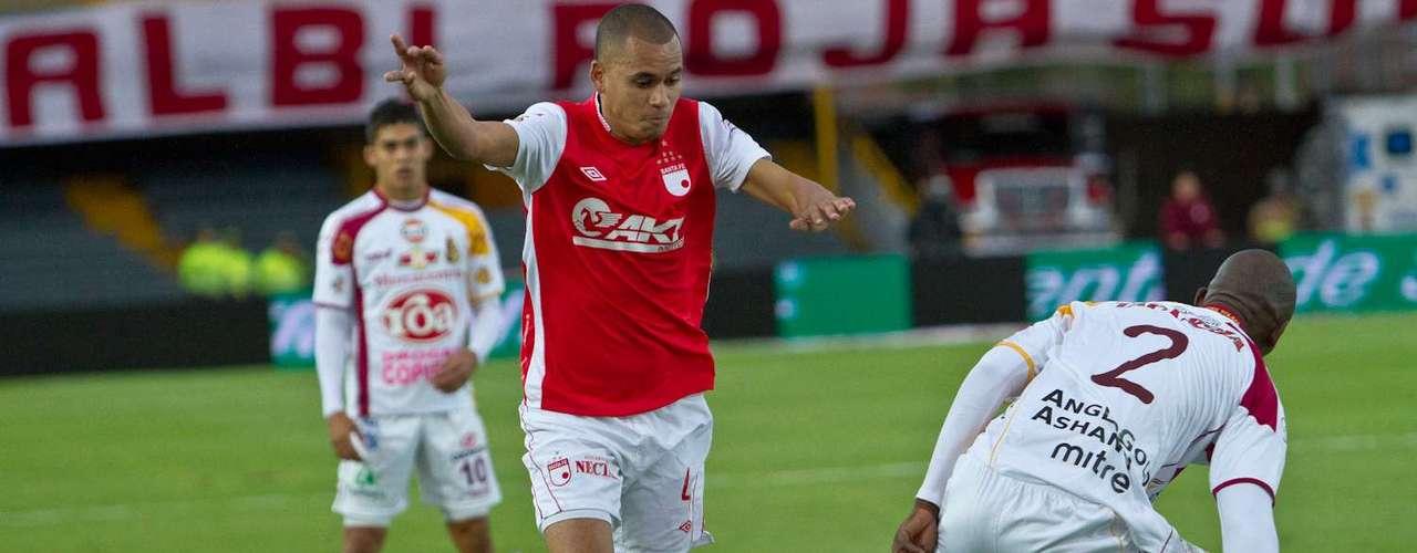 Otálvaro trató de crear peligro por el sector derecho, aunque entregó mal el balón en varias ocasiones.
