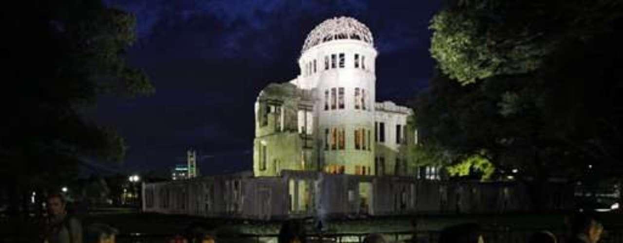 Matsui señaló que el sobreviviente promedio de las bombas nucleares tiene hoy 78 años, y dijo que la ciudad está intensificando sus esfuerzos para proveerles servicios de salud y registrar sus experiencias, con el fin de que los eventos de ese día sean recordados.Matsui señaló que el sobreviviente promedio de las bombas nucleares tiene hoy 78 años, y dijo que la ciudad está intensificando sus esfuerzos para proveerles servicios de salud y registrar sus experiencias, con el fin de que los eventos de ese día sean recordados.