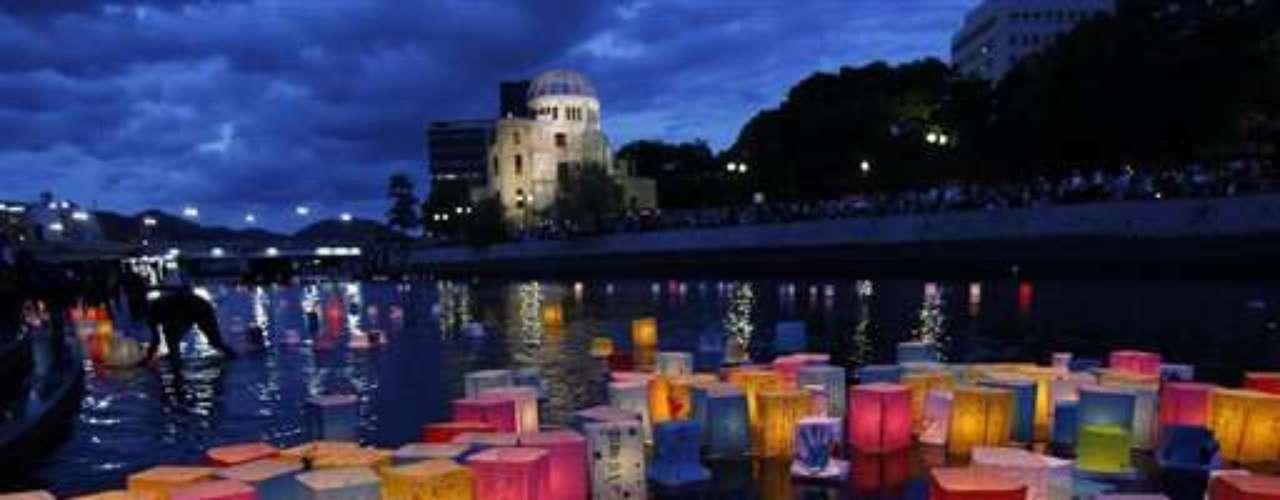 El primer ministro Yoshihiko Noda dijo que Japón debe transmitir la experiencia a las futuras generaciones para que las lecciones de Hiroshima no se olviden. (Fuente texto: AP)