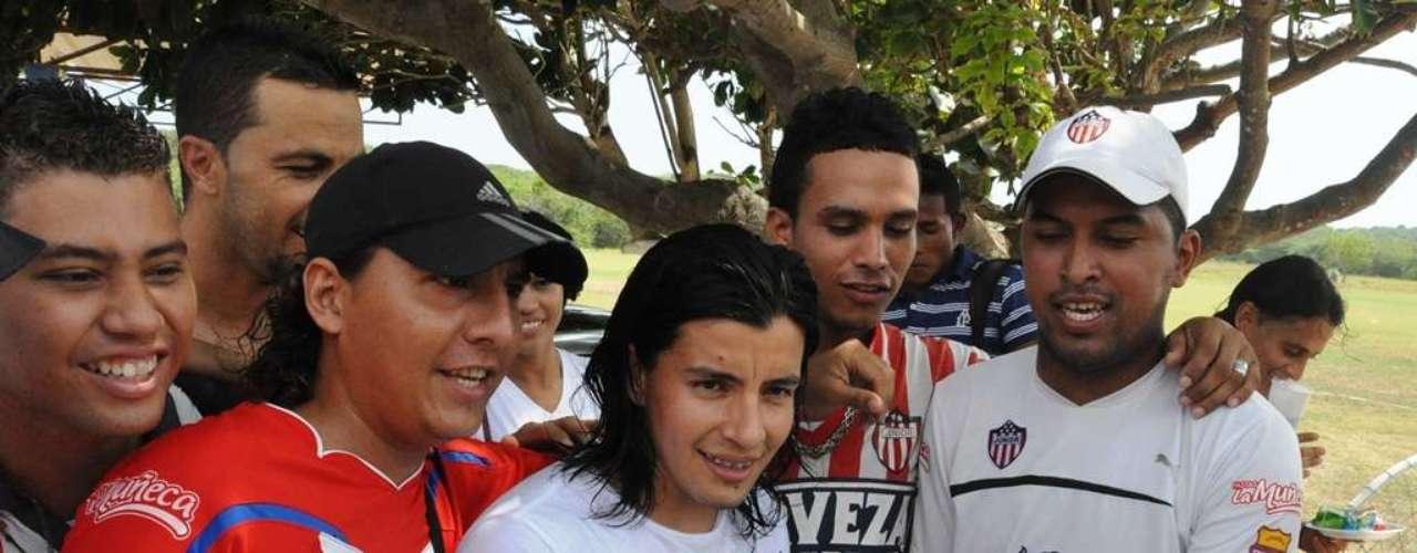 Sherman Cárdenas, volante juniorista,  también celebraó hoy su cumpleaños 23.