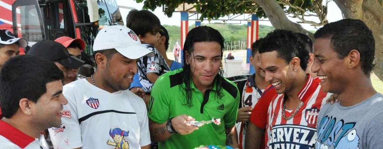 Uno de los nuevos jugadores, Dayro Moreno, también se unió a la celebración.