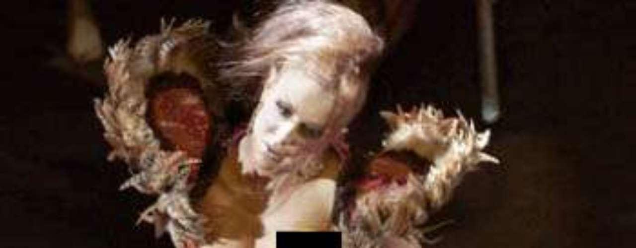 Ninel Conde, por accidente, mostró demás haciendo sus enérgicas y sensuales coreografías en el musical \