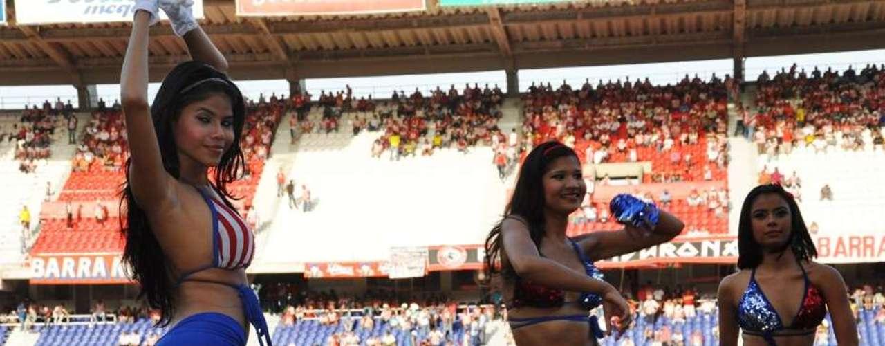 Uno de los grupos de porristas más llamativo de Colombia es el del Junior de Barranquilla. Estas mujeres rojiblancas siempre animan y engalanan cada juego del tiburón en el Metropolitano.
