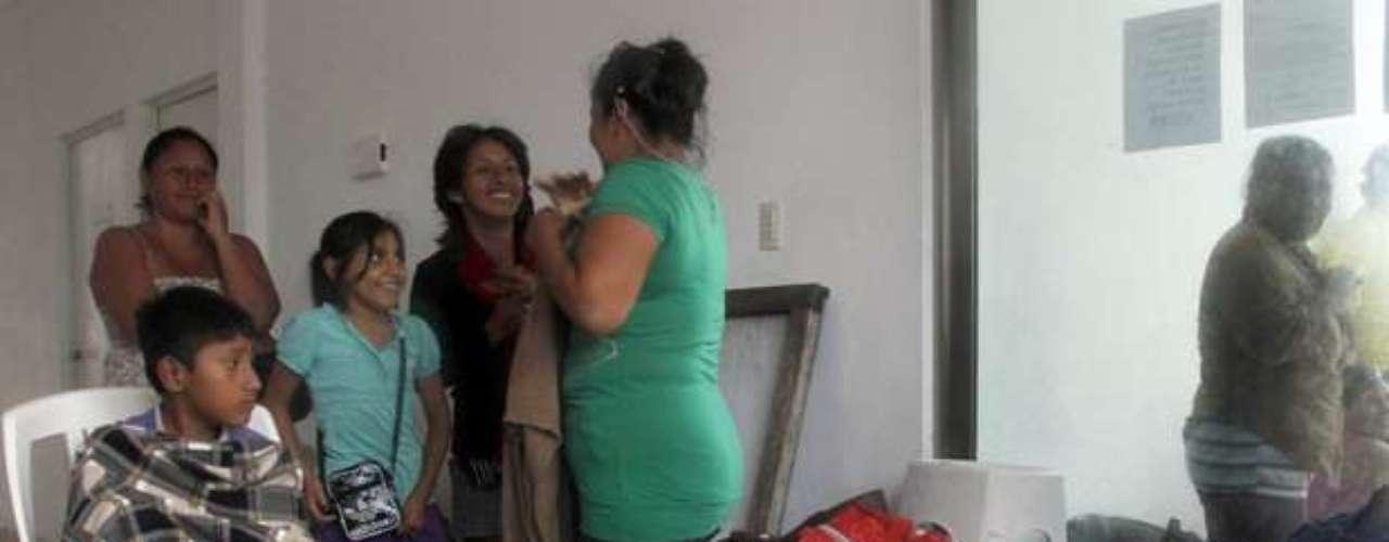 El guía de turistas, Cruz García, vino a uno de los albergues con su esposa desde Punta Allen, un asentamiento costero. \