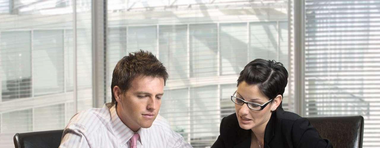 Los motivos para tal consideración son diversos. Responsables de contratar empleados en una empresa consideran que la ausencia de perfil en alguna comunidad digital puede indicar que el candidato ha sido excluido por infringir alguna regla interna o que esa persona tiene informaciones relevantes para ocultar, según indica un artículo del periódico inglés Daily Mail.