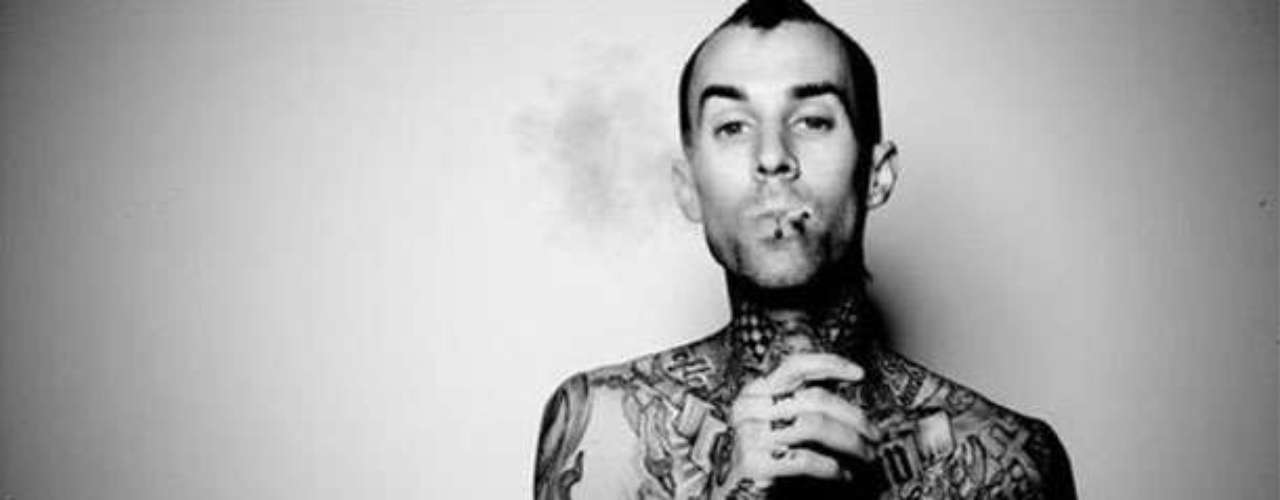 Travis Barker. El reconocido  baterista estadounidense de la banda Blink 182 no ha ocultado su gusto por fumar esta sustancia.