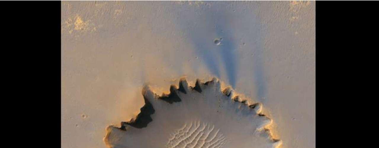 El cráter Victoria fue explorado en misiones anteriores. La sonda Opportunity pasó unos dos años captando imágenes de esta región, entre 2006 y 2008.