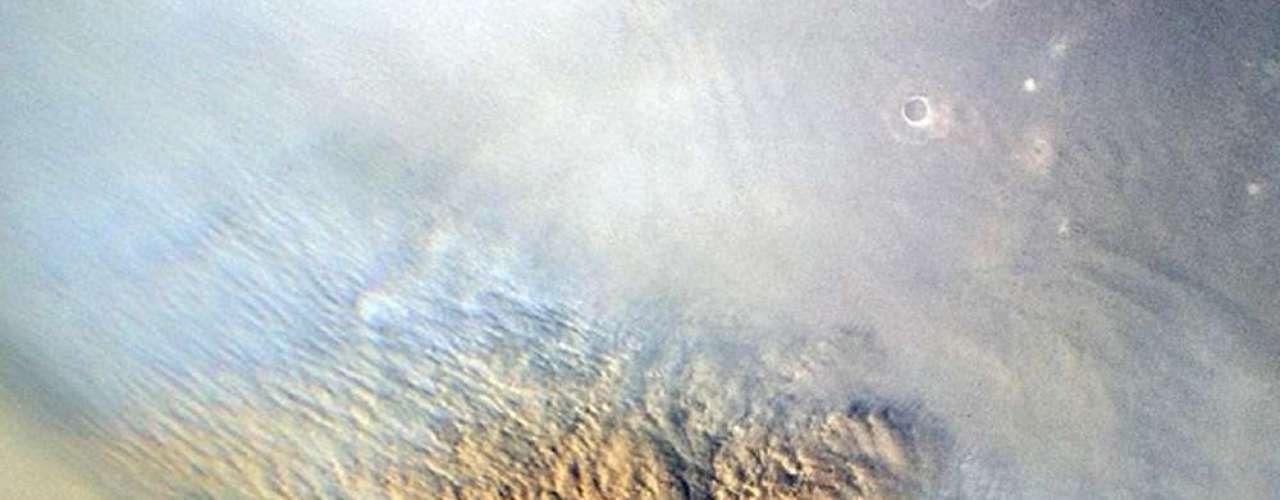Nubes causadas por una tempestad de arena. Los científicos de la NASA estudiaron estas tormentas para determinar dónde debía descender Curiosity.