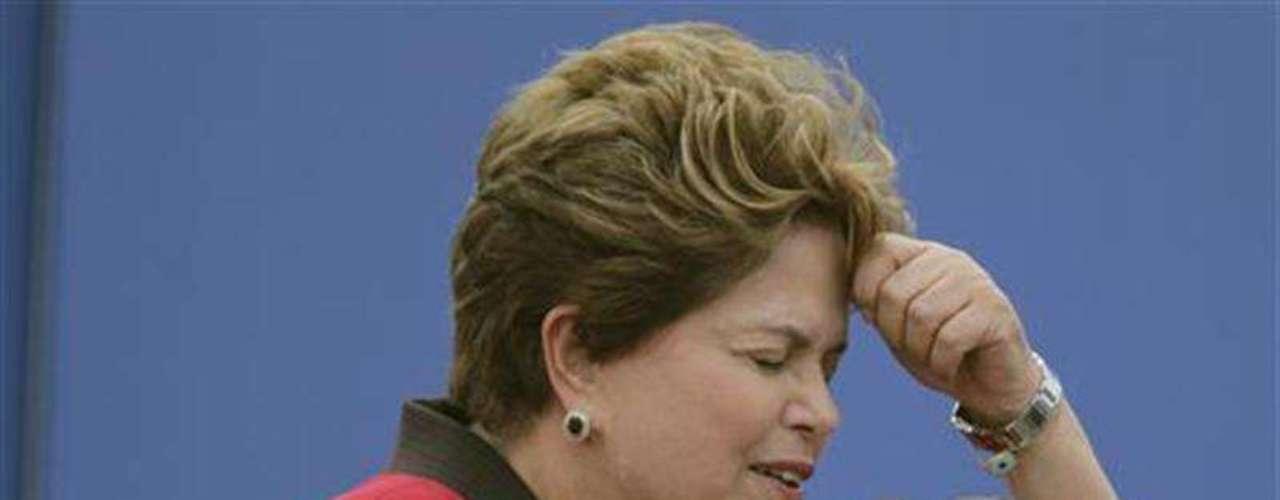 A continuación se sitúan la presidenta brasileña, Dilma Rousseff, que lleva en el cargo desde 2010, con un 62%.