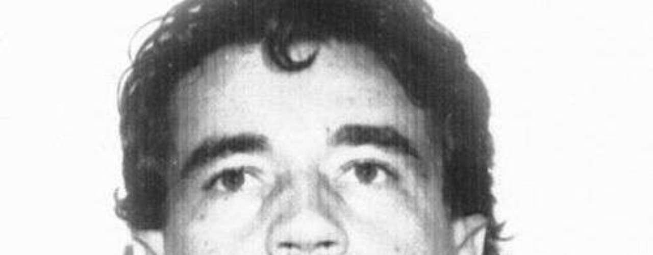 Carlos Lehder: Aliado con el estadounidense George Jung, era el encargado de trasportar la droga que le entregaba Pablo Escobar a Estados Unidos. Después de desvincularse de Jung y seguir trabajando con el cartel de Medellín, fue capturado en 1987 y extraditado a Estados Unidos, donde cumple una pena de 55 años.