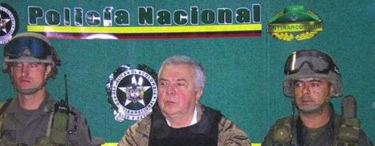 Miguel y Gilberto Rodríguez Orejuela: Eran los líderes del Cartel de Cali, y los grandes rivales de Pablo Escobar en el negocio de la cocaína. Ambos fueron extraditados en 2005 a Estados Unidos y cumplen penas de 30 años en ese país aunque, tras una negociación, Miguel redujo su pena a siete años, luego de acordar entregar los bienes obtenidos ilícitamente. Al igual que Rodríguez Gacha con Millonarios, los Rodríguez Orejuela compraron parte del equipo de fútbol América de Cali, lo que dejó al club seriamente manchado, pues estaba incluido en la llamada Lista Clinton,  creada para perjudicar los negocios de los narcotraficantes.