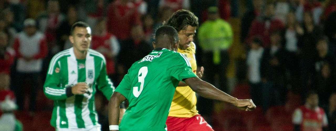 El cuadro local se tomó confianza y siguió atacando, con el objetivo de irse arriba en el marcador.