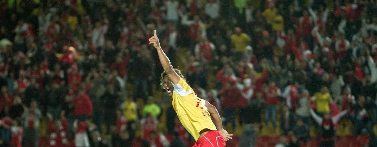 Fue así como se minutos después Gerardo Bedoya anotó el segundo del cuadro rojo, con un cabezazo.