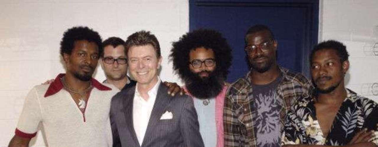 Su estilo hizo que estrellas como David Bowie se convirtieran en sus fans y hasta grabarán con ellos.