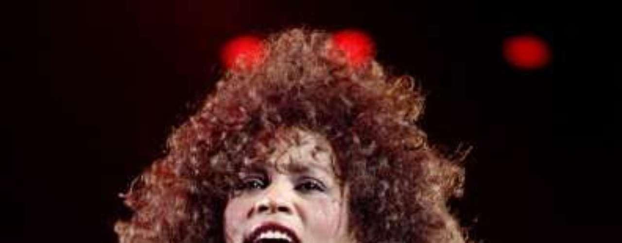 Whitney Houston murió un día antes de los premios Grammy del 2012 a causa de problemas cardiacos. La actriz había finalizado el rodaje de la película 'Sparkle'. La película se estrena apenas el 17 de Agosto.