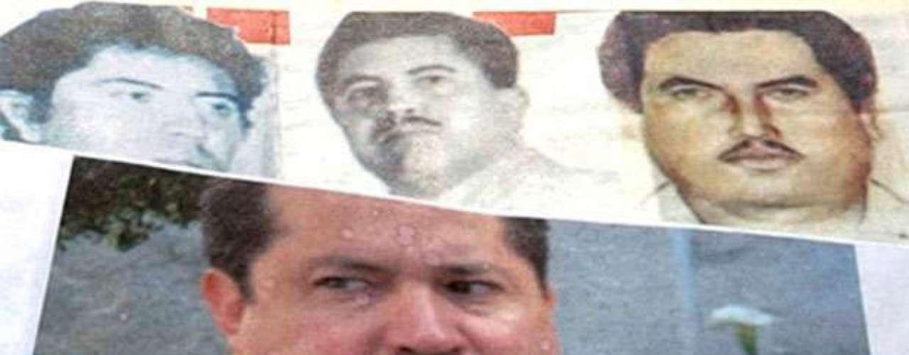 Por Vicente Carrillo Fuentes, líder del grupo criminal conocido como el cartel de Juárez o la línea basado en la Ciudad Juárez, Chihuahua, en la frontera con El Paso, Texas, las autoridades mexicanas ofrecen 400.000 dólares por su cabeza, mientras que el FBI brinda una recompensa de $5 millones de dólares por información que lleve a su captura.