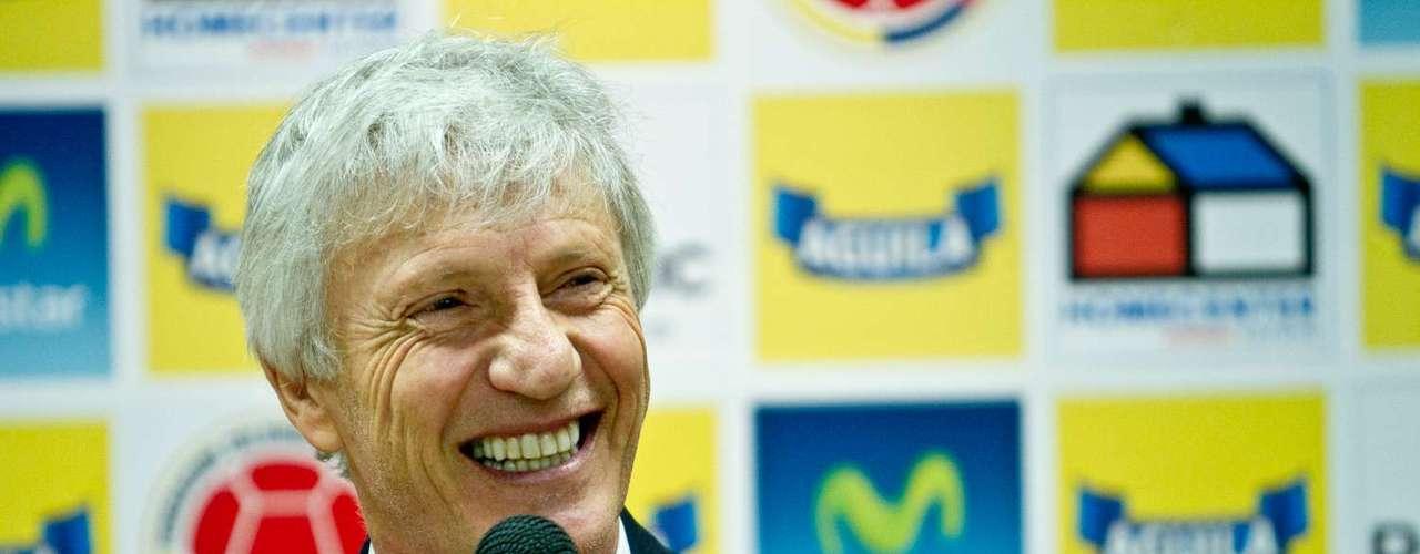 Pékerman inició la conferencia de Pékerman en el estadio El Campín felicitando a Colombia, por la medalla de oro de Mariana Pajón en Londres 2012.