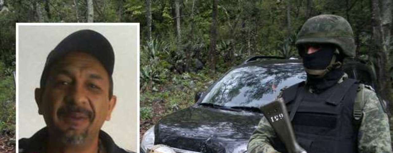Por Servando Gómez Martínez, alias la 'Tuta', jefe de la banda criminal 'La Familia', las autoridades de México ofrecen 400.000 dólares por información que dé con su arresto. Enfrenta delitos por narcotráfico, secuestro, robo y homicidio.