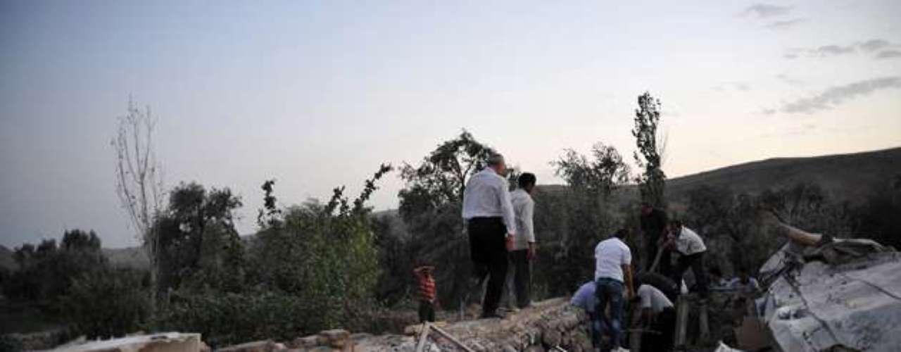 Previamente, Golam Reza Masumi, director de Emergencias Médicas del Ministerio de Salud, ofreció a Isna unas cifras provisionales de víctimas y señaló que los heridos más graves habían sido trasladados a hospitales de las ciudades de Tabriz y Ardebil.