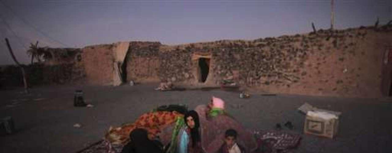 Ayer, menos de 24 horas después de los sismos, que asolaron cuatro distritos de la provincia iraní de Azerbaiyán Oriental, las autoridades dieron por terminadas las labores de búsqueda y rescate y, según el ministro del Interior, Mostafa Mohamad Nayar, aceleraron los trabajos \