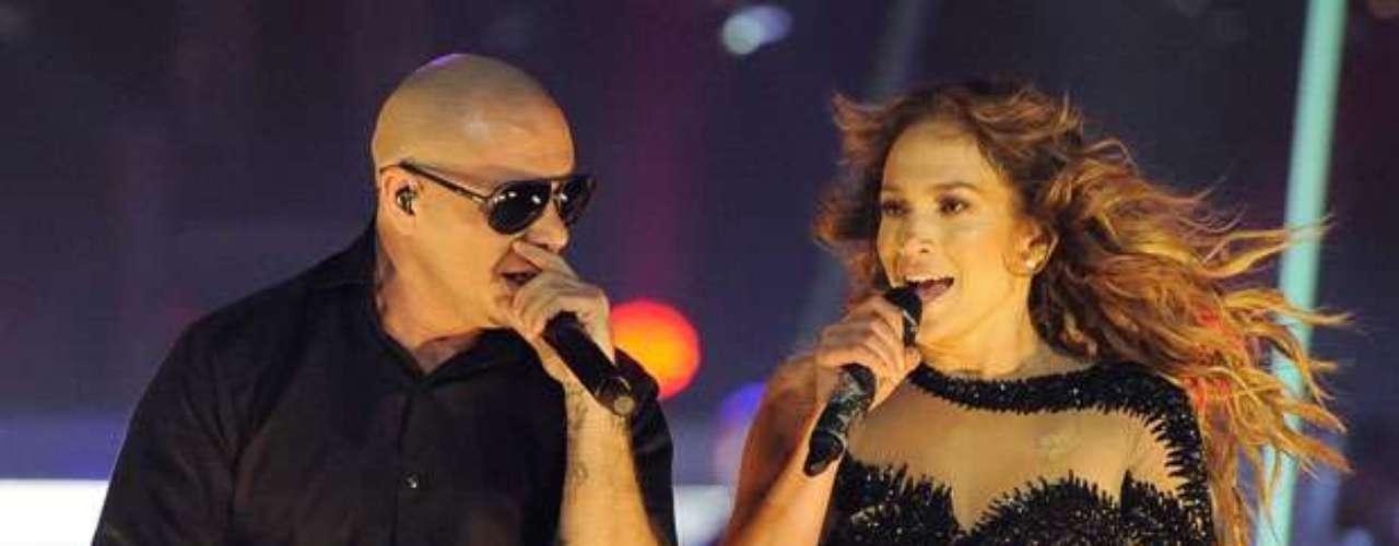 Más de 18 mil personas, vibraron con la caliente interpretación de Jennifer y Pitbull en tarima.