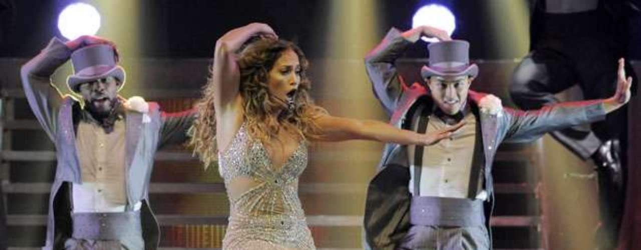 Apoyada en sus movimientos de cadera, en sus bailes sensuales y su vestuario provocador, J. Lo despertó los bajos instintos.