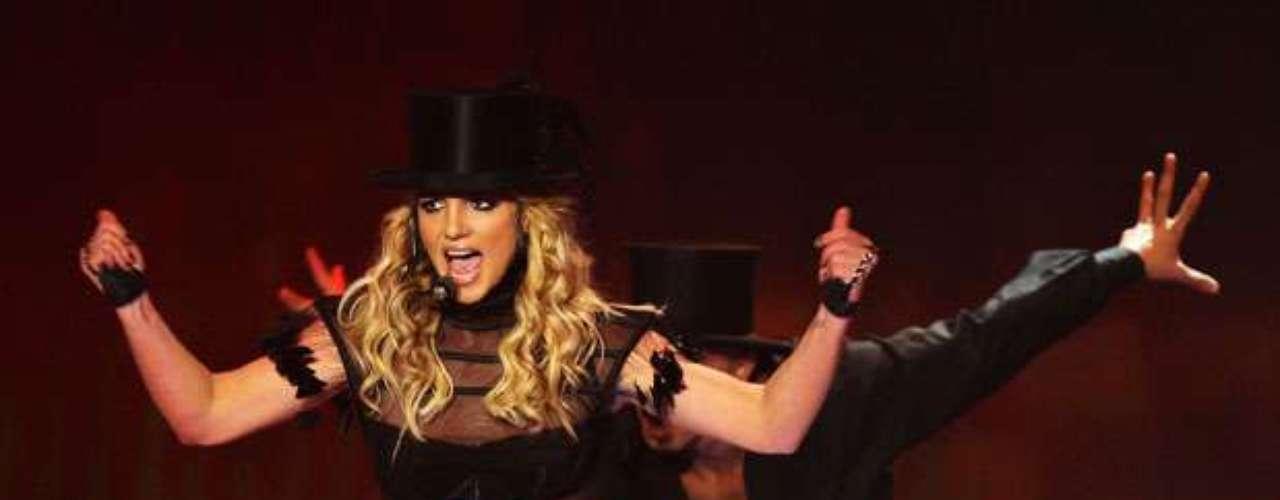 Al mejor estilo de Madonna, cantó en la tarima de los Bambi Awards 2008.