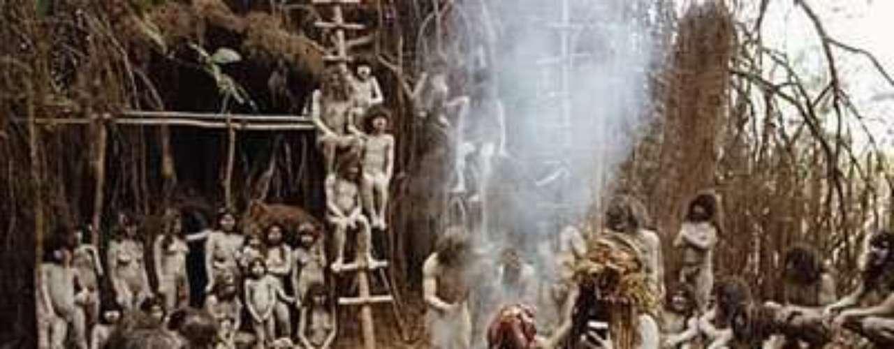 'Cannibal Holocaust' (El holocausto caníbal). Es una película italiana de terror que sigue estando prohibida en más de cincuenta países. El director Ruggero Deodata fue arrestado y acusado de asesinato, por versiones que afirmaban que los asesinatos rodados habían sucedido realmente, luego fue absuelto después de todos los cargos. Se sacrificaron siete animales en escena. Es una de las cintas más repugnantes de la historia del cine.