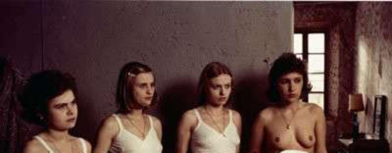 'Saló o Los 120 días de Sodoma'. Cinta del director italiano Pier Paolo Pasolini. Está basada en el libro 'Los 120 días de Sodoma' del Marqués de Sade.  Une película con mucha controversia donde se ven escenas explícitas de torturas, violaciones, escenas escatológicas. En varios países fue prohibida y hay muchas especulaciones alrededor de la cinta, como por ejemplo, si los actores realmente eran menores de edad y si en realidad era fingido lo que sucedió.