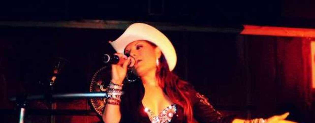 Diana Reyes tuvo serios problemas durante una presentación en Nueva York, debido a que según el sitio Univisión.com, tanto ella y como sus músicos resultaron agredidos en el lugar del show.