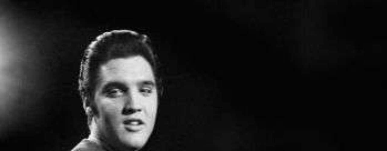 Hace 35 años el mundo se despidió de Elvis Presley, el 'Rey del rock and roll'. Dueño de una voz inconfundible, el cantante estadounidense es considerado un ícono cultural y una figura rompedora en una época que no admitía, a priori, muchas innovaciones.