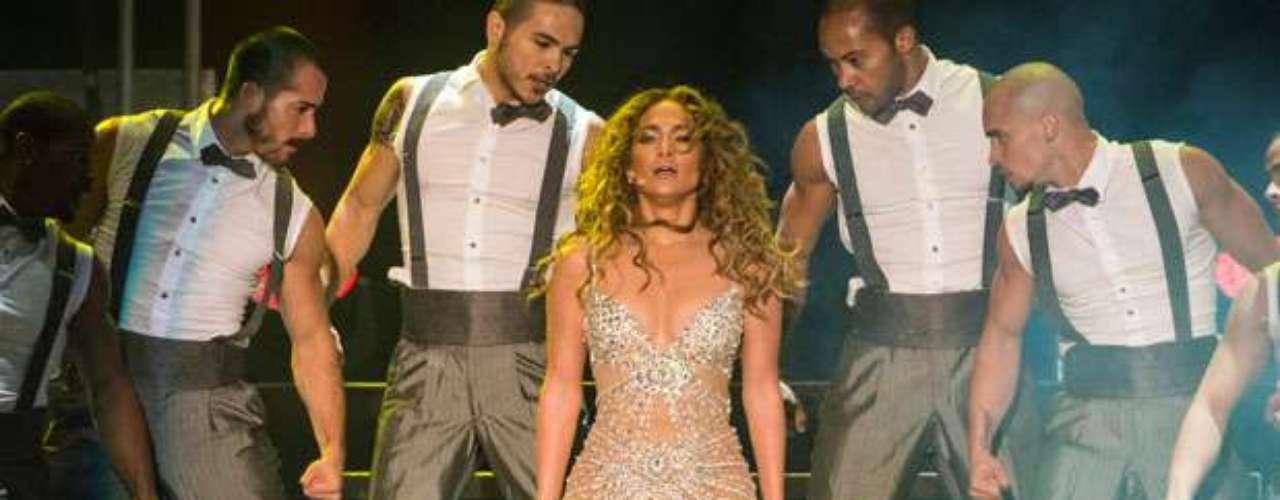 Mostrando bastante, Jennifer López derrocha sensualidad en cada show de la gira, que actualmente emprende por varias ciudades de Estados Unidos, junto a Enrique Iglesias.