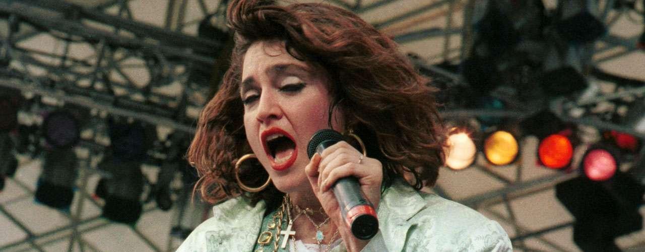 Madonna lleva más de 30 años 'reinando' en el panorama musical, otros tantos en el mundo del cine, y el éxito es una de las palabras que definen su carrera; así, la 'Reina del Pop' suma un año más a una vida en la que, a juzgar por sus relaciones sentimentales, en lo único en lo que no ha tenido suerte ha sido en el amor.