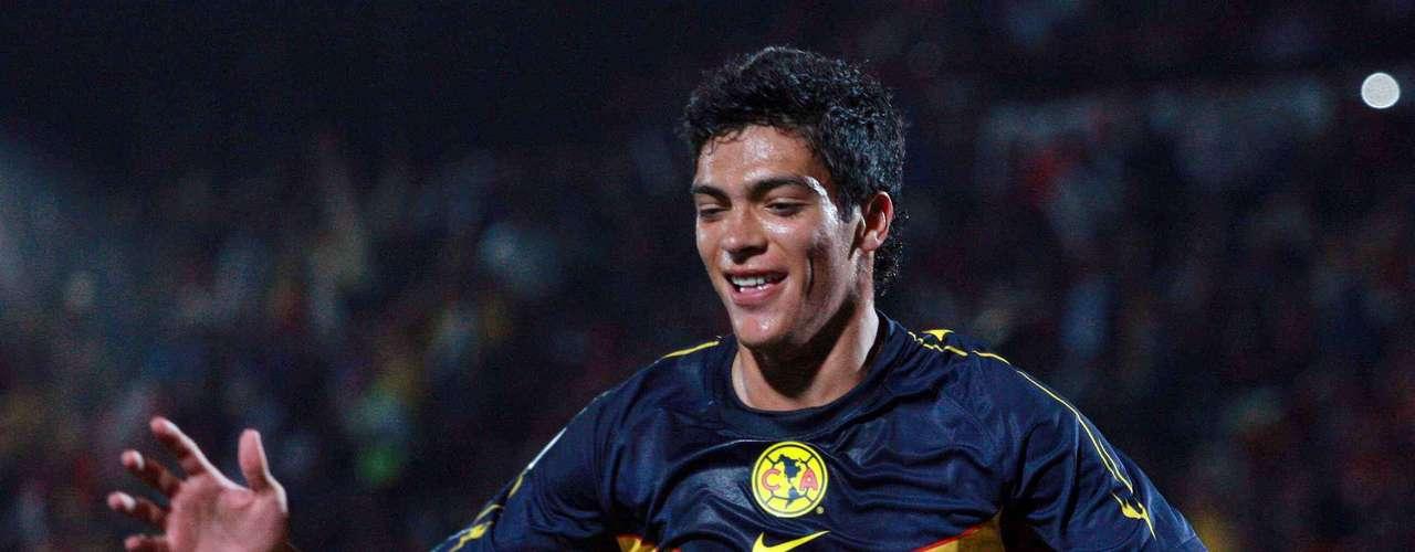 Raúl Jiménez regresa después de ganar el oro en Juegos Olímpicos y recibirá la confianza de Miguel Herrera, para ser quien acompañe a Christian Benítez.