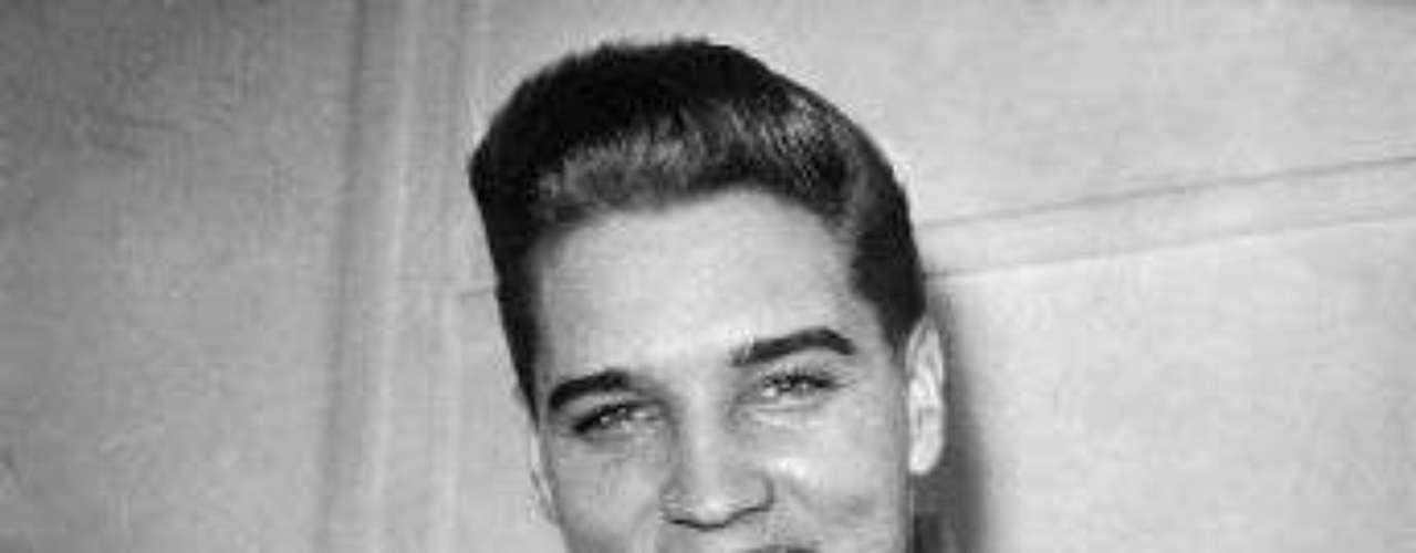 Fue durante su paso por el servicio militar que Elvis empezó a tomar anfetaminas. Los medicamentos serían la causa de su muerte años después.