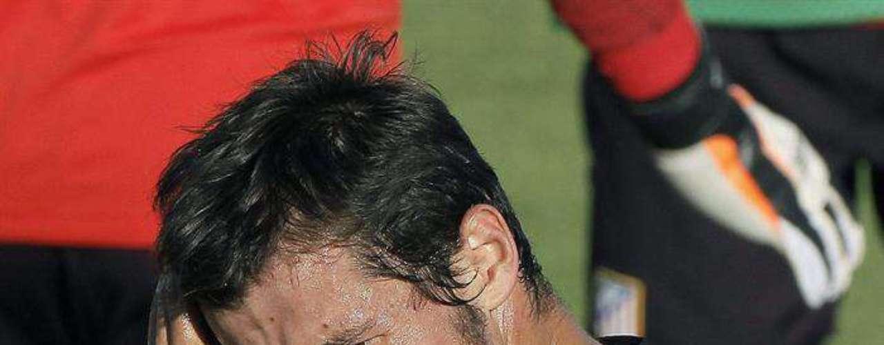 El centrocampista turco Emre Belozöglu, ficha por el Atlético de Madrid. El turco firmó por dos temporadas y pone fin así a su etapa en el Fenerbahçe.