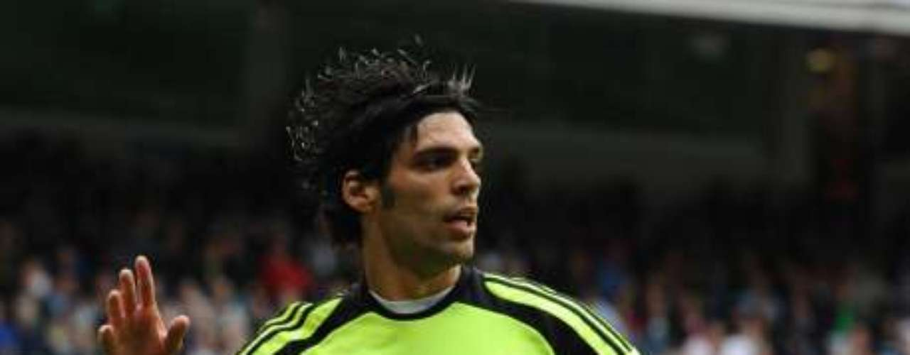 El centrocampista del Zaragoza Ángel Lafita jugará a partir de la próxima temporada en el Getafe. Ángel Lafita es un medio ofensivo que puede jugar en el centro, en las bandas o de media punta.Se formó en las categorías inferiores del Zaragoza, donde vivió dos etapas: la primera, entre 2005/2006 y la segunda entre 2006/2007. Después, tras dos años en el Deportivo, volvió al club maño, donde este año ha sido decisivo en la salvación de su equipo. En total, ha disputado 189 partidos en Primera División y ha marcado 22 goles.