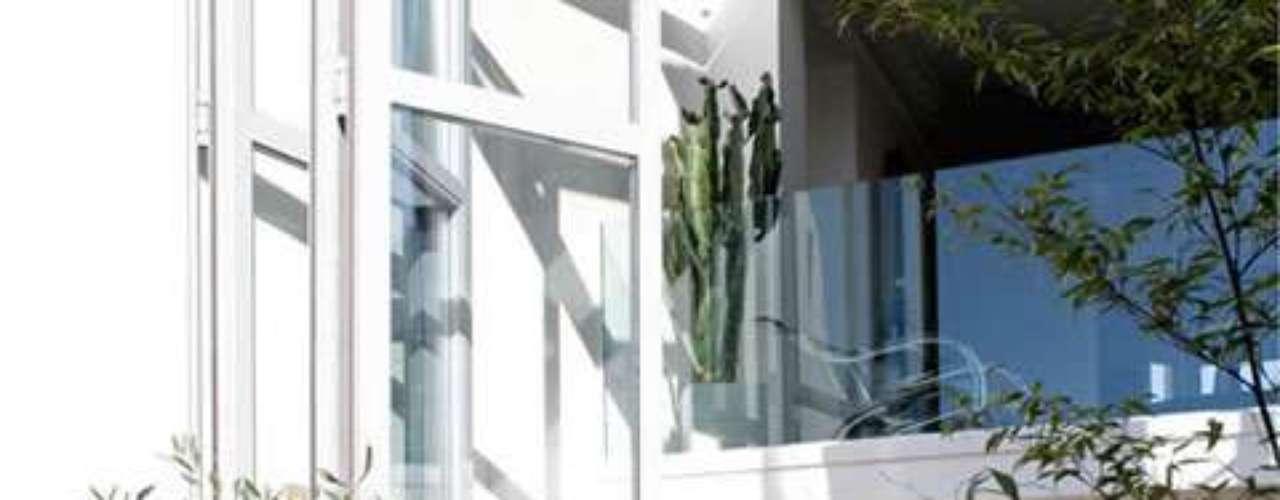 Este es un clásico patio interno, decorado con plantas de todo tipo y con un mix de muebles más urbanos.