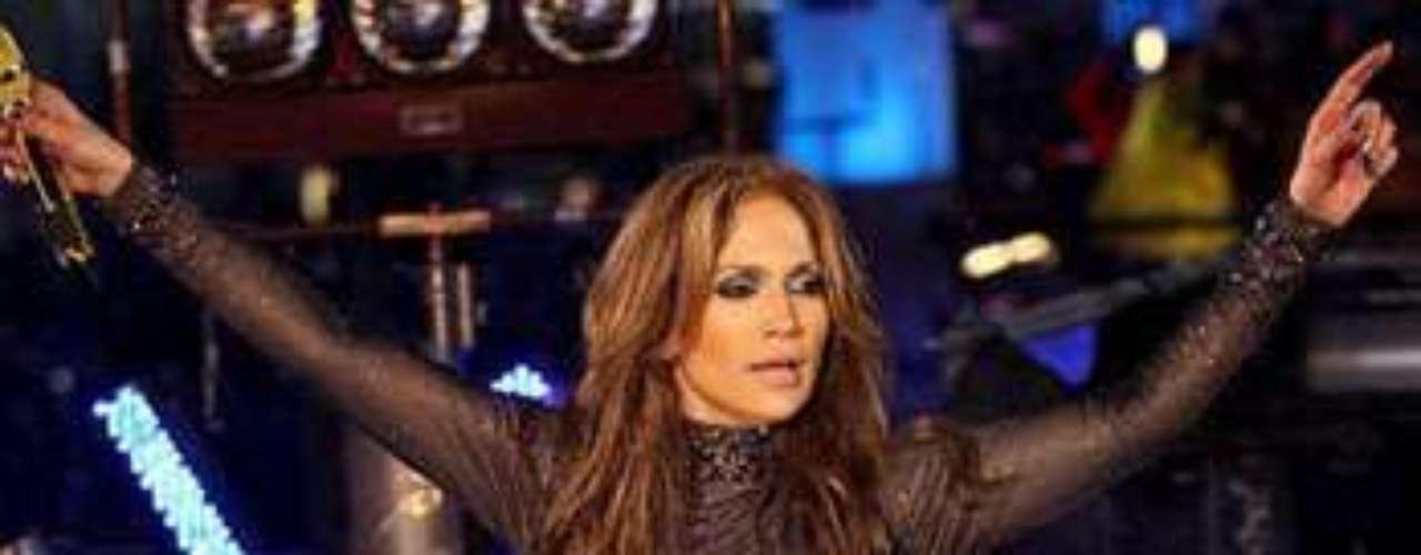 La ex esposa de Marc Anthony, le gusta exhibir sus curvas en concierto.