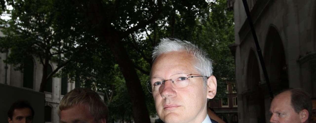En declaraciones hechas ante el personal de la embajada ecuatoriana en Londres, donde lleva refugiado dos meses, Assange dijo que, \