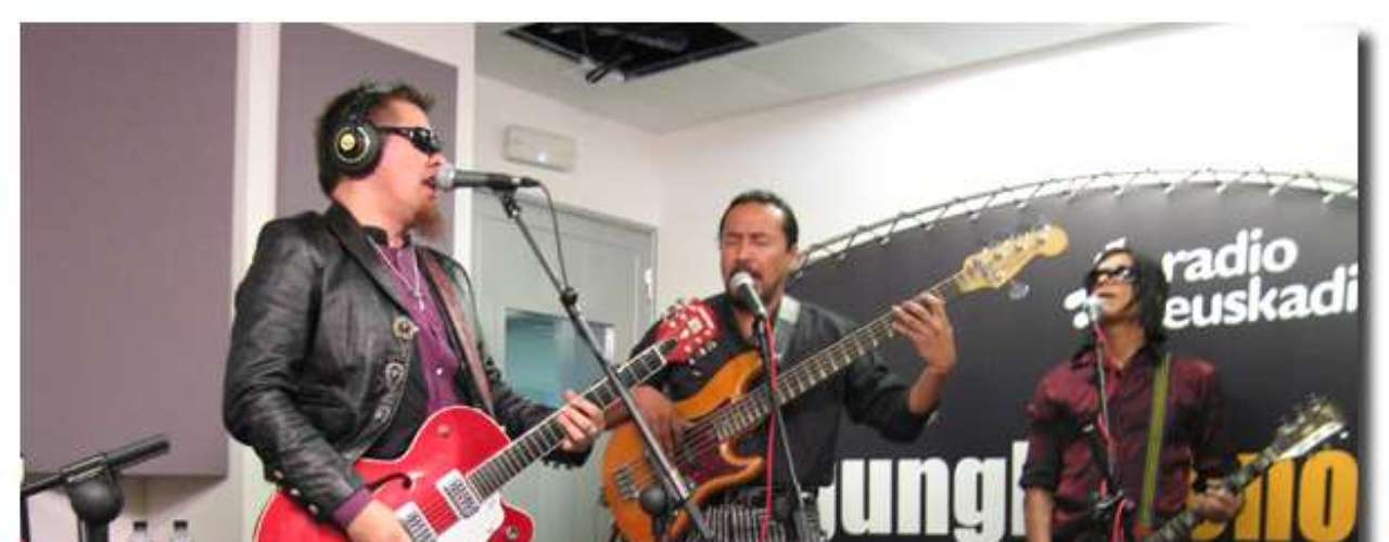 Kompadres Muertos es una agrupación que desde hace 20 años continúa con un sonido del más puro Rock&Roll. Desde México, este colectivo pisará tierras manizaleñas con una carrera cargada de experiencias, entre ellas 14 giras europeas y todo el poder de su rock necrofílico.