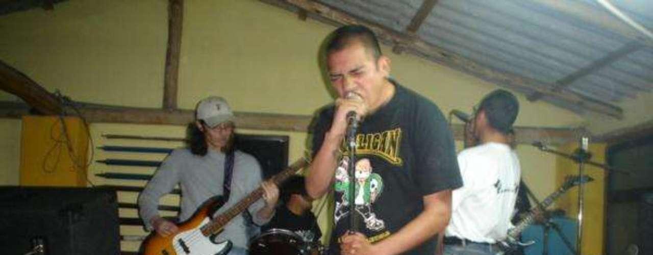 Retaque es la banda que Fabricio Domínguez fundó en 1996 en Quito. Fue una de las bandas fundadoras del hardcore punk en Ecuador, en 2001 visitaron por primera vez Colombia y editó un disco en Bogotá junto al grupo Frente Urbano. Ellos llevarán toda su furia política a Expoferias en Manizales.