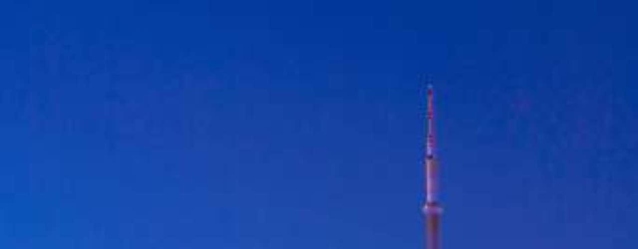 Toronto, la ciudad más grande de Canadá, ostenta el lugar cuatro de la lista. Esta ciudad tiene una de las tasas de criminalidad más bajas del continente americano. Aunque nada enorgullecedor, pero sí destacable, durante el 2005 se registraron solo 78 homicidios.